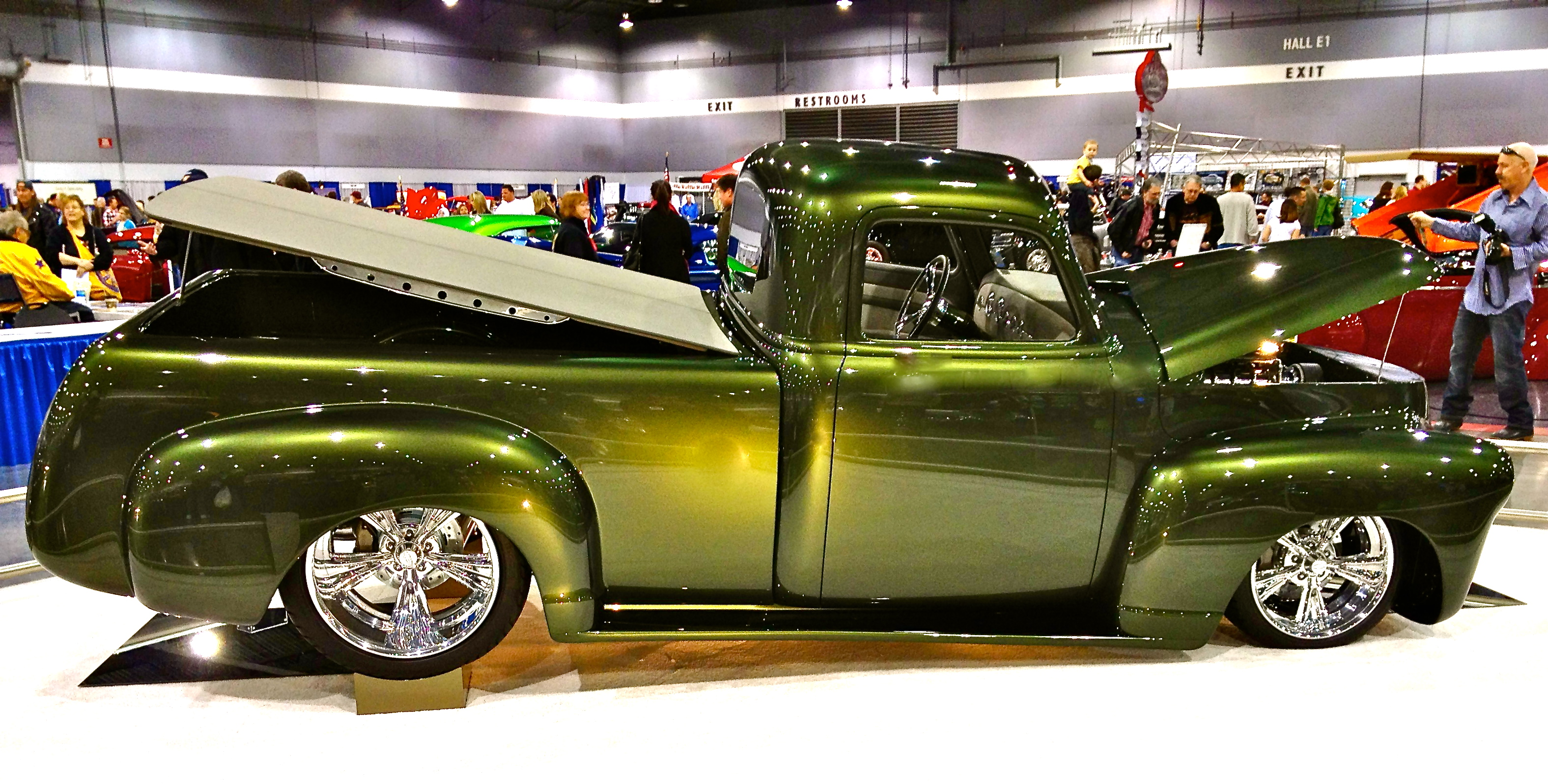 Ford F-100 | Hot Rod Cowgirl